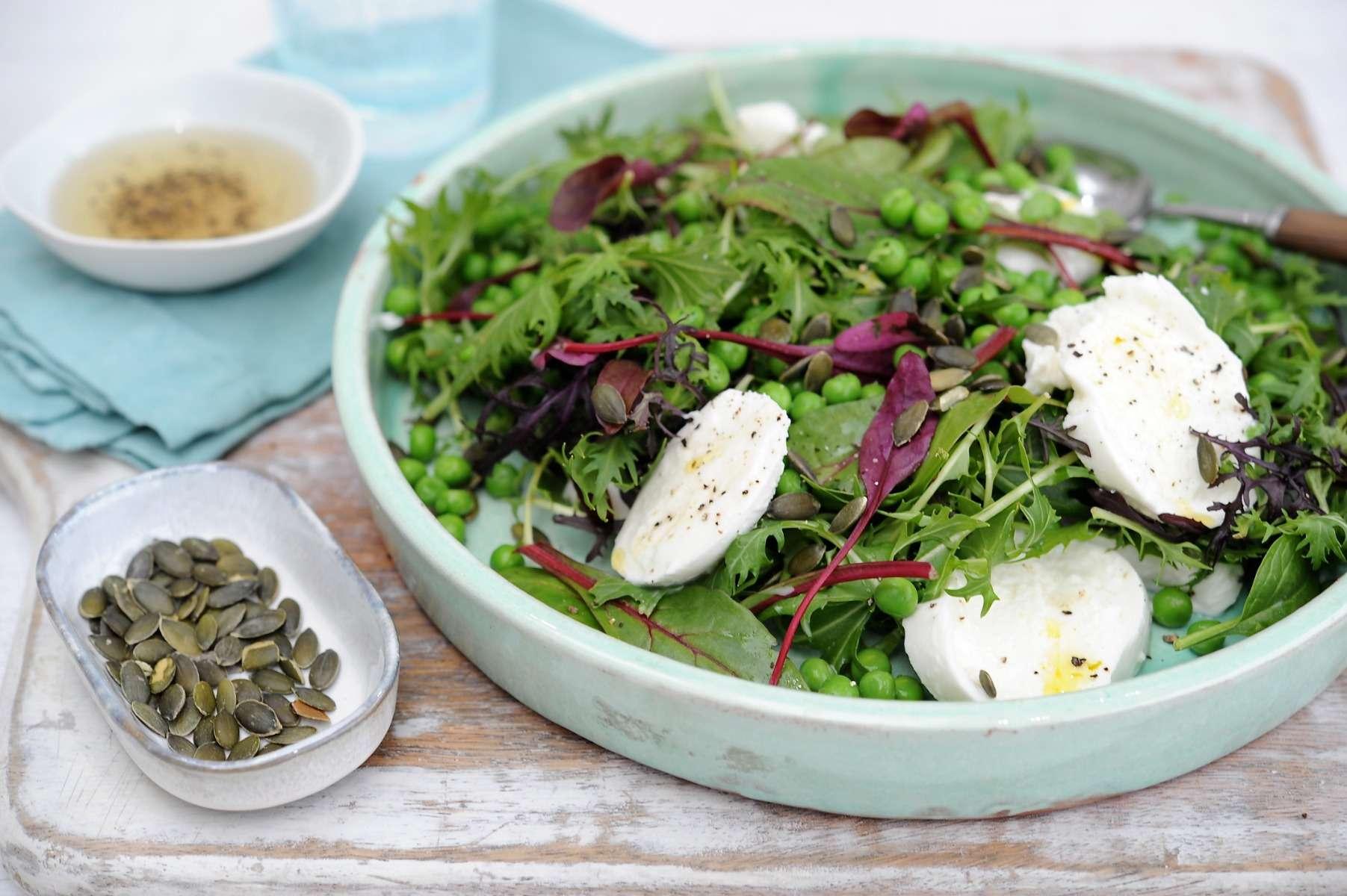 Green Salad with Mozzarella